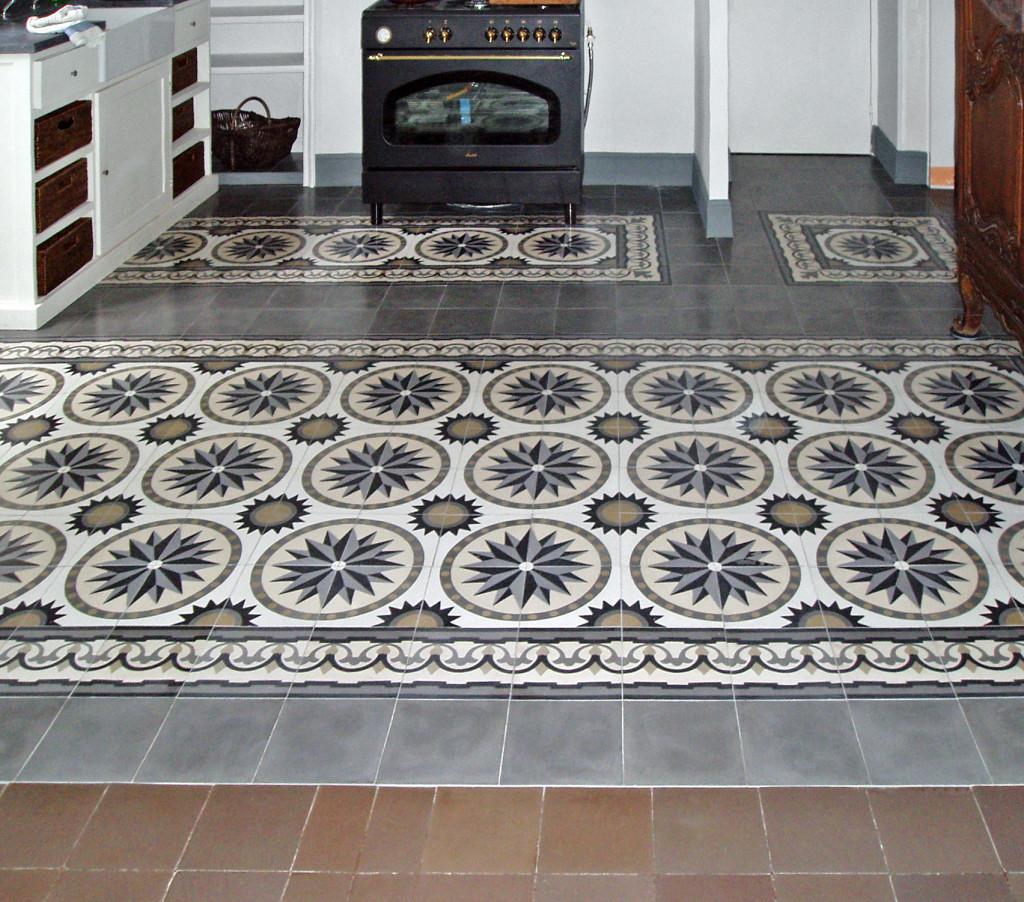 Historische Bodenfliesen in der Küche