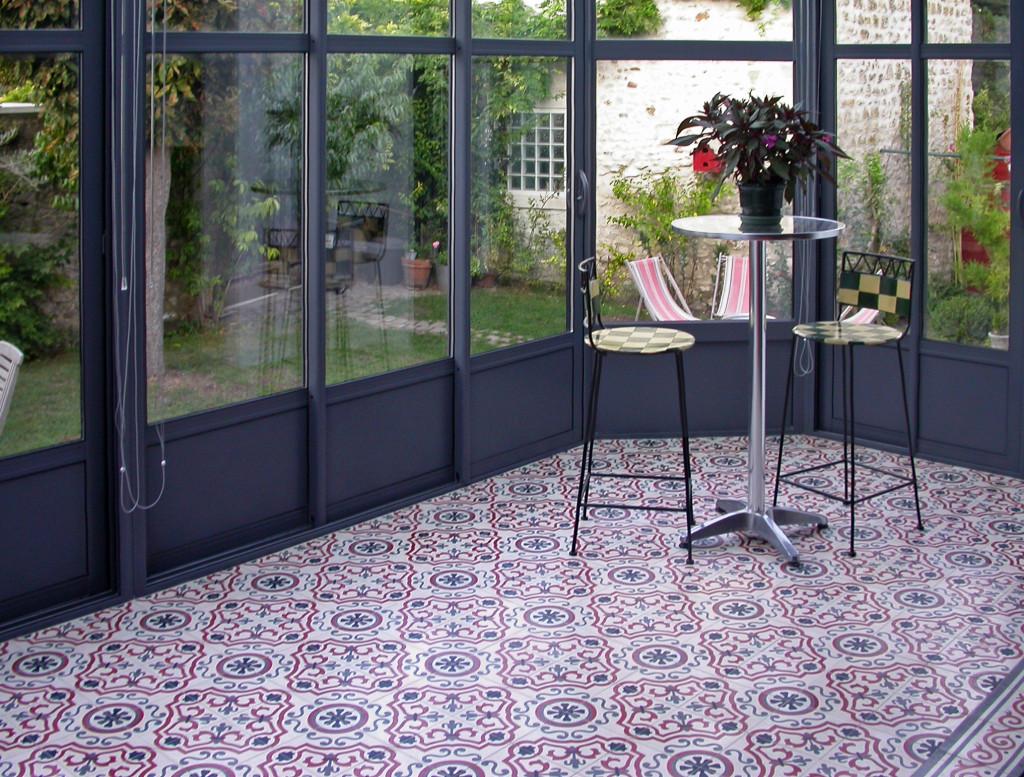 lila bodenfliesen aus zement terrasse. Black Bedroom Furniture Sets. Home Design Ideas
