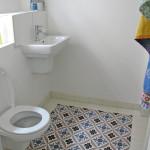 Badezimmer mit Zementfliesen