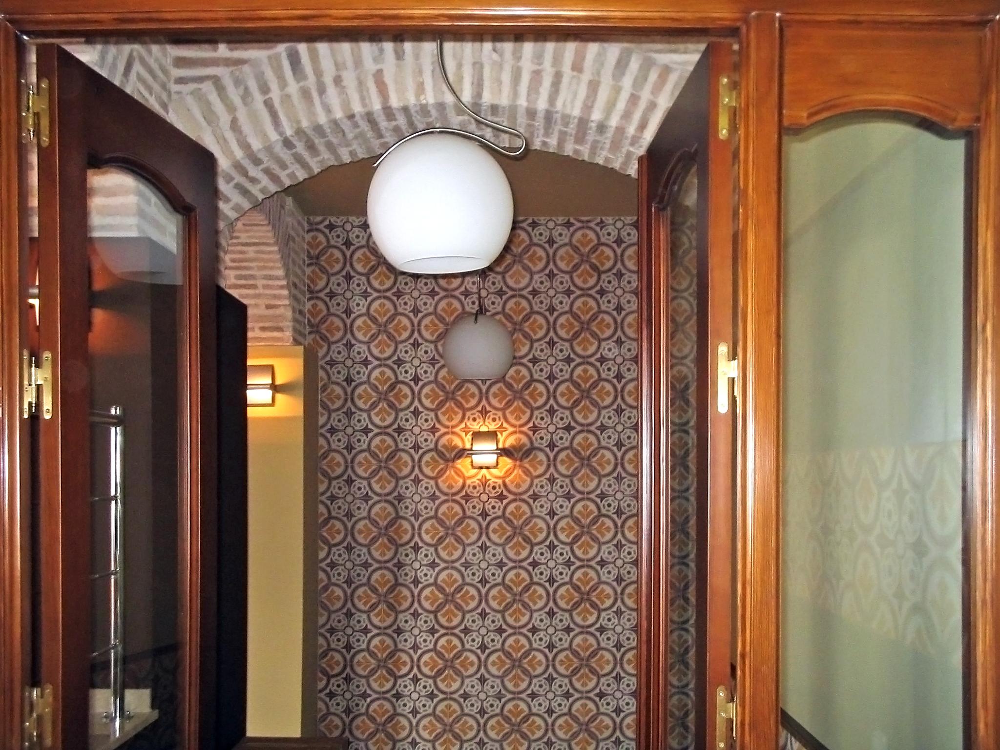Zementfliesen an der Wand