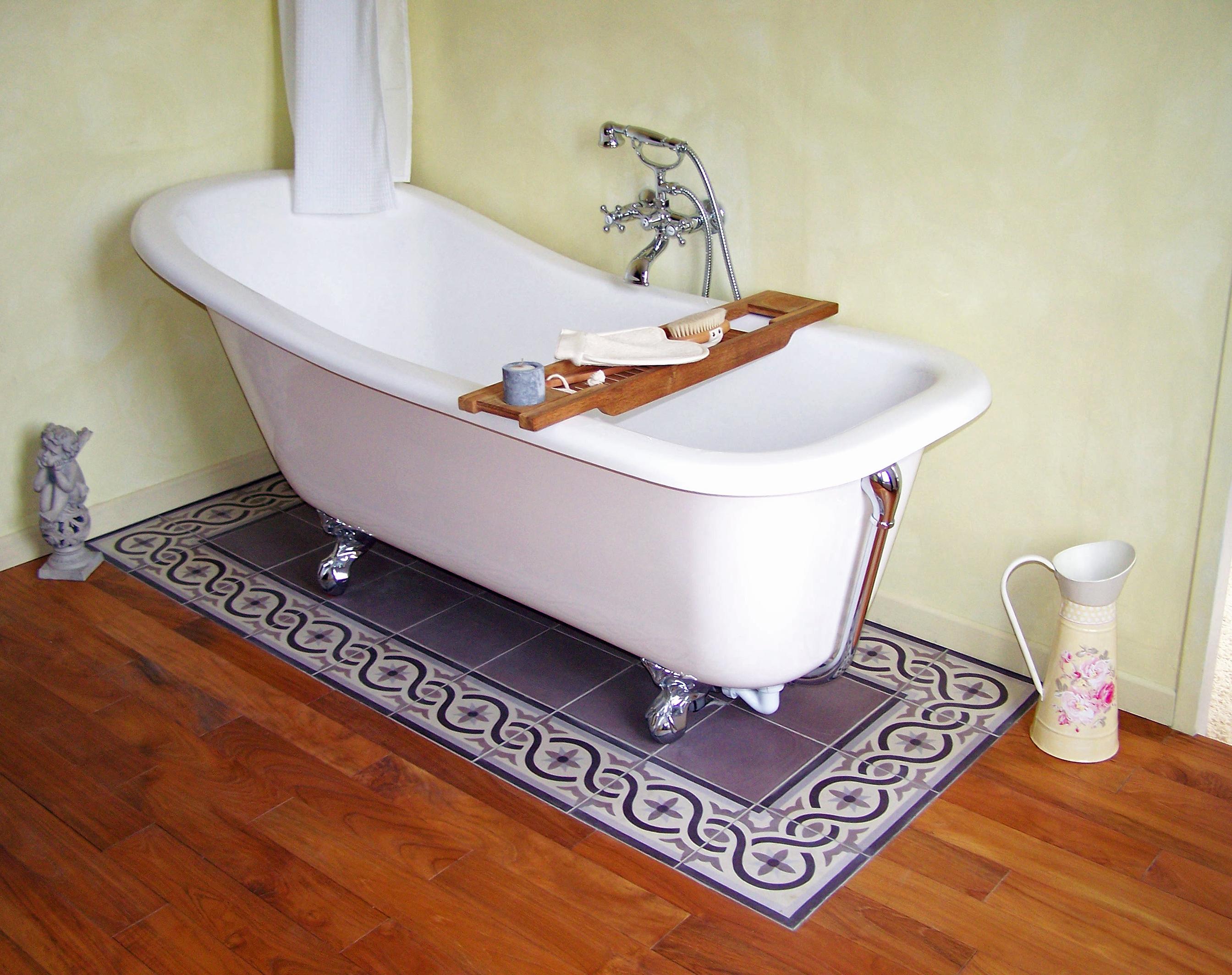 violette fliesen aus spanien. Black Bedroom Furniture Sets. Home Design Ideas