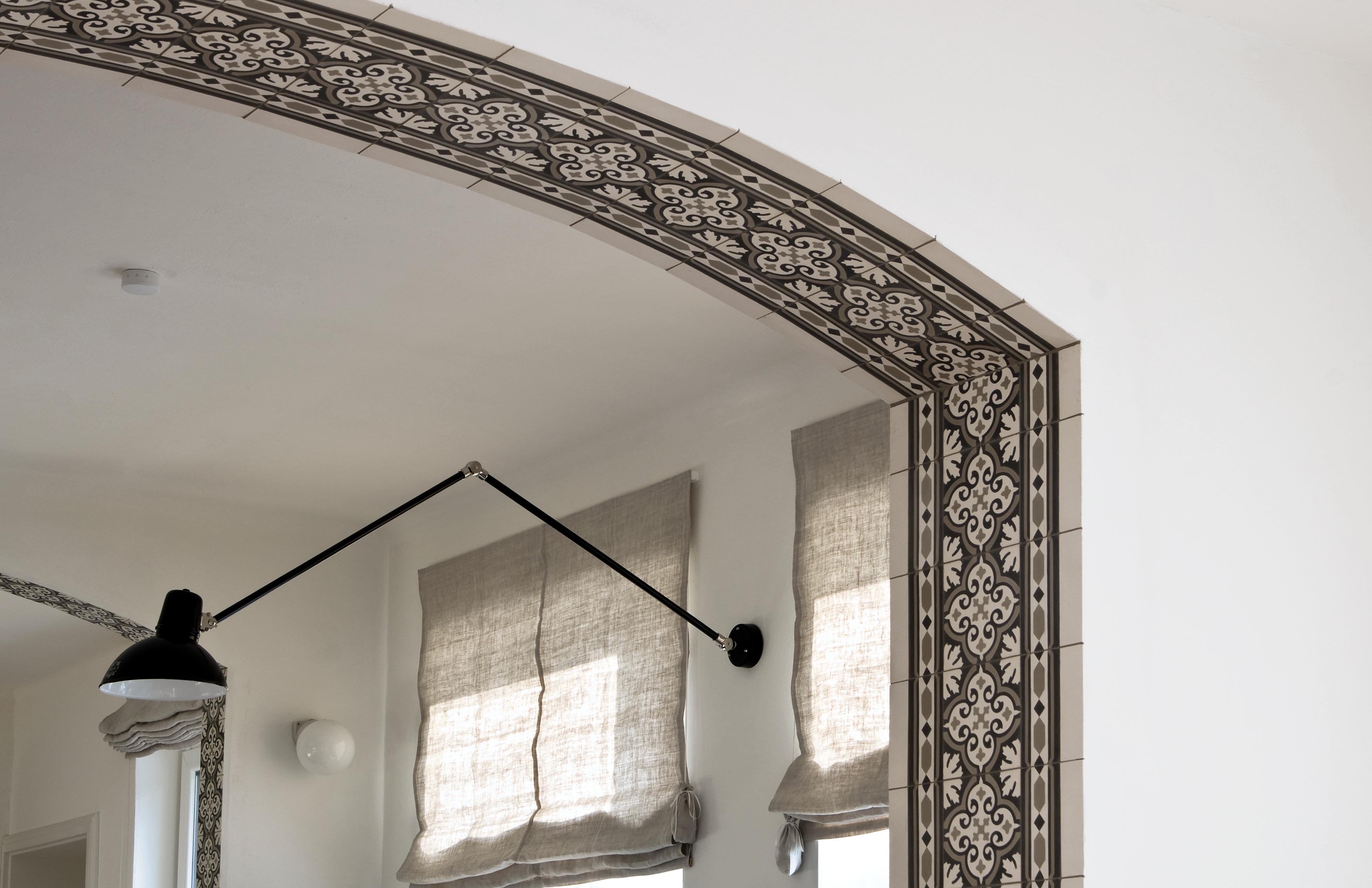 exklusive fliesen an den wand und decke. Black Bedroom Furniture Sets. Home Design Ideas