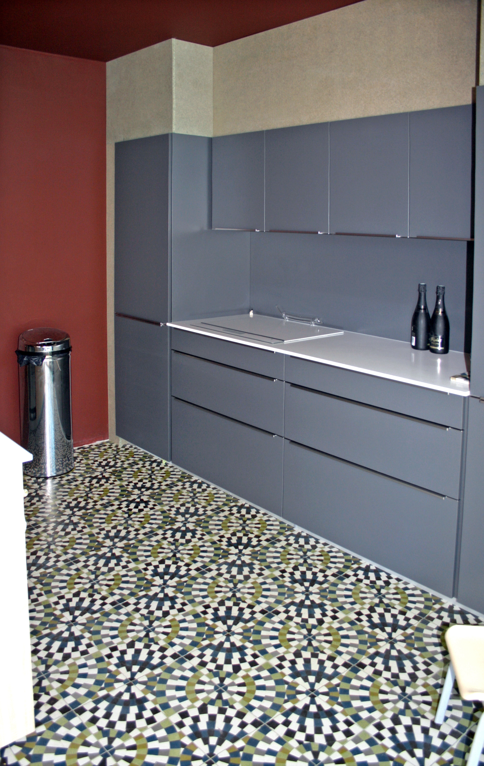zementfliesen aus spanien. Black Bedroom Furniture Sets. Home Design Ideas
