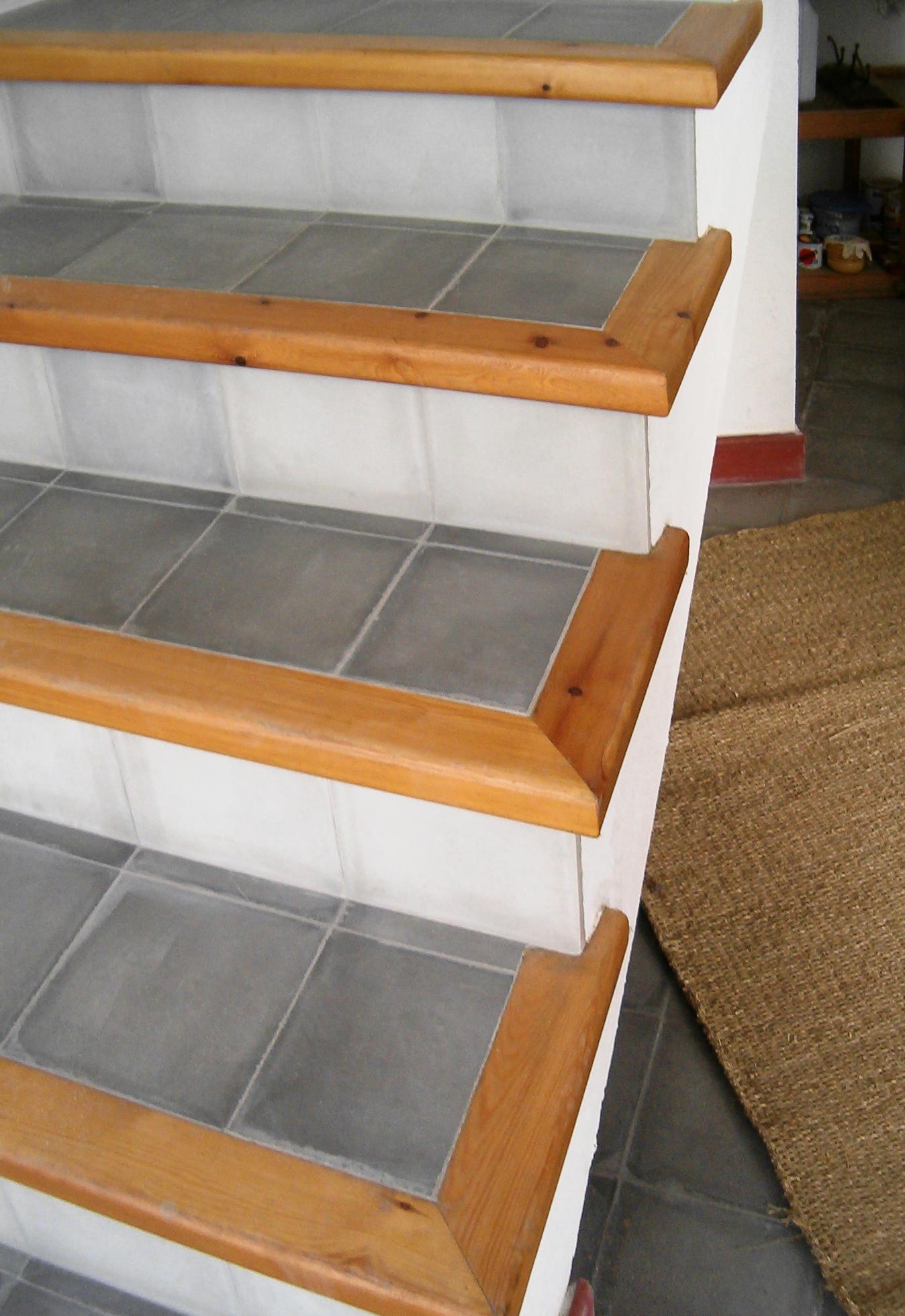 Treppen mit Zementfliesen