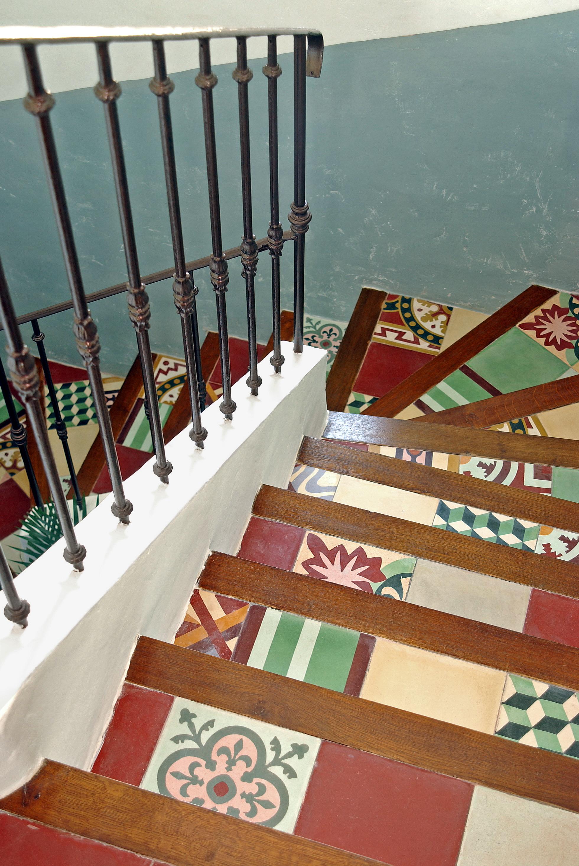 Treppen aus Zementfliesen - Treppenhaus