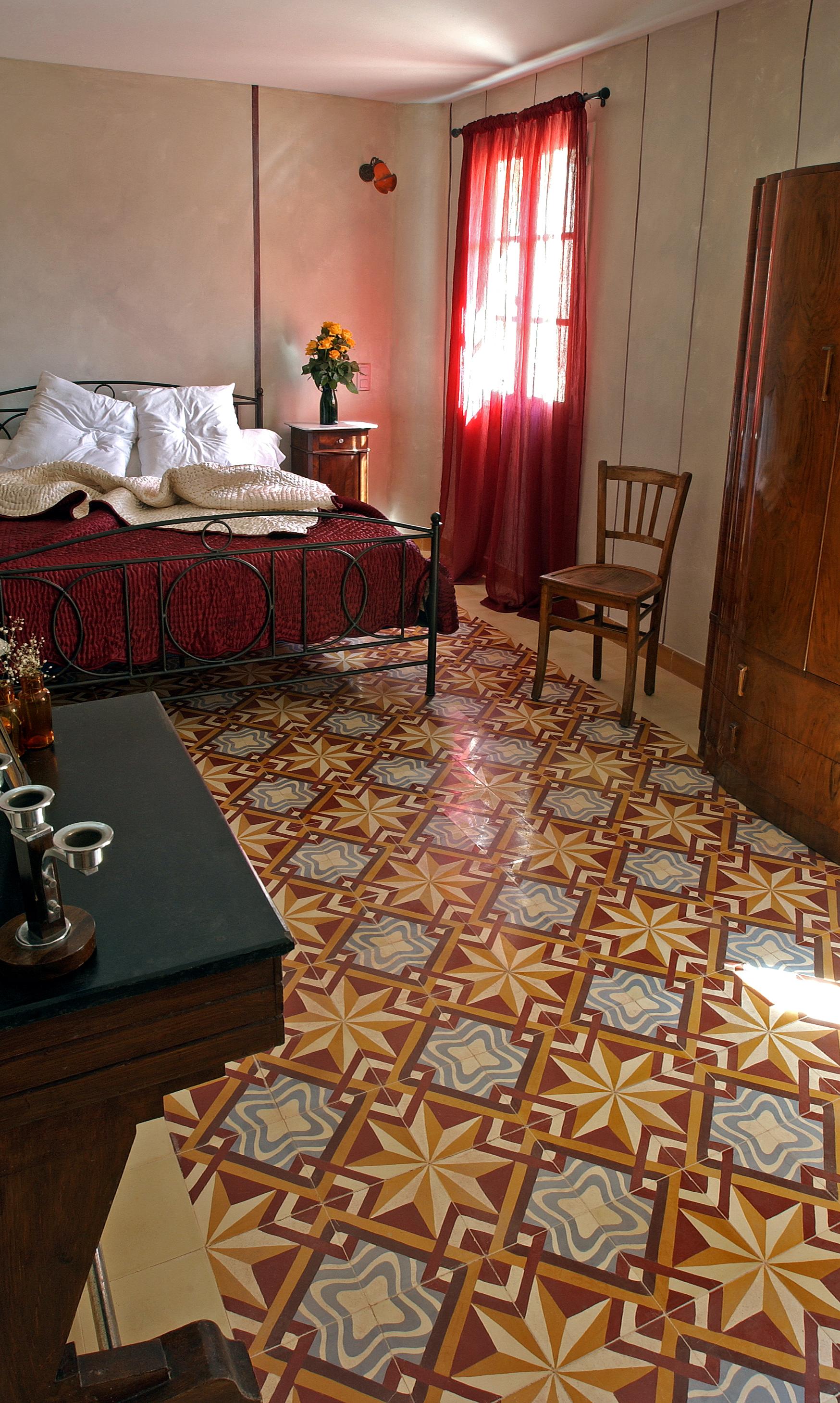 Zementfliesen im Schlafzimmer