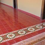 Roter Fußboden - Zementfliesen
